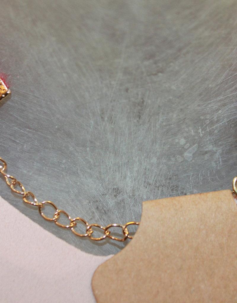 Hals bandje rood fluweel met steen in  goud