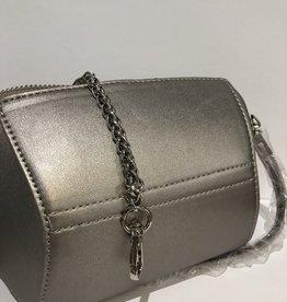 Koffertje brons met zilveren sluiting en ketting