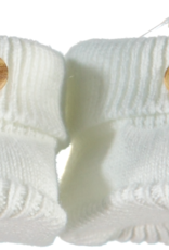Klein Slofjes off white gebreid met houten knoopje