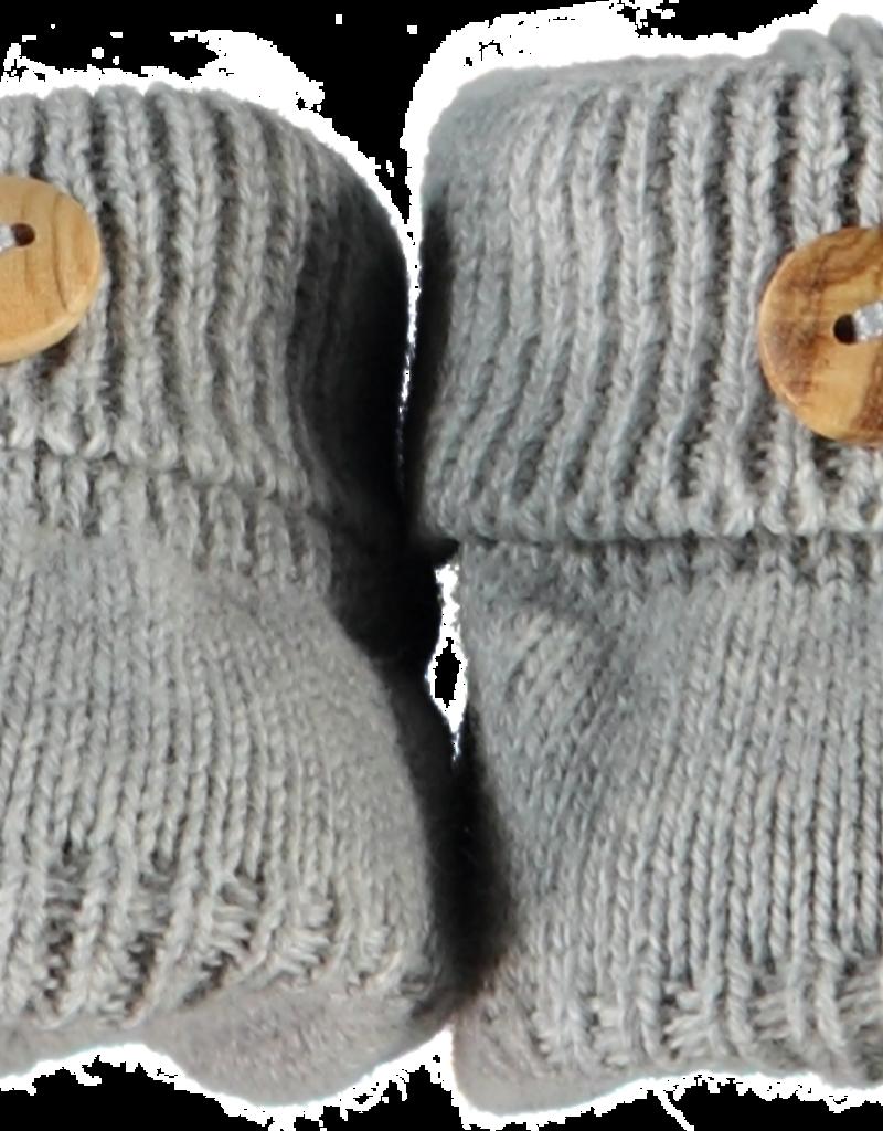 Klein Slofjes grijs gebreid met houten knoopje