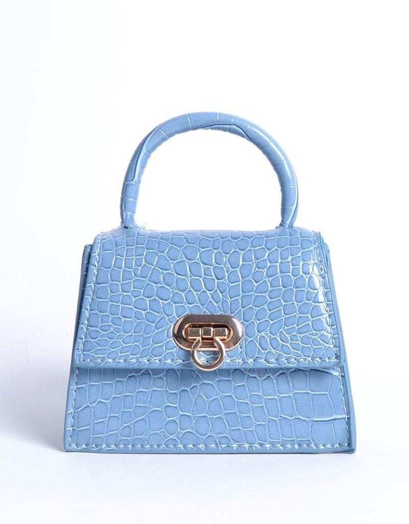 Tasje mini  blauw met een kettingschouderband. De tas heeft een krokoprint.
