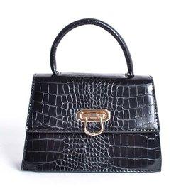 Tas  zwart met een kettingschouderband. De tas heeft een krokoprint.