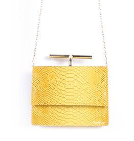 Tas  geel met messing beugel met een kroko motief.