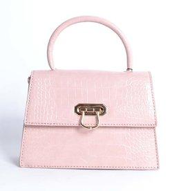 Tas  roze met een kettingschouderband. De tas heeft een krokoprint.