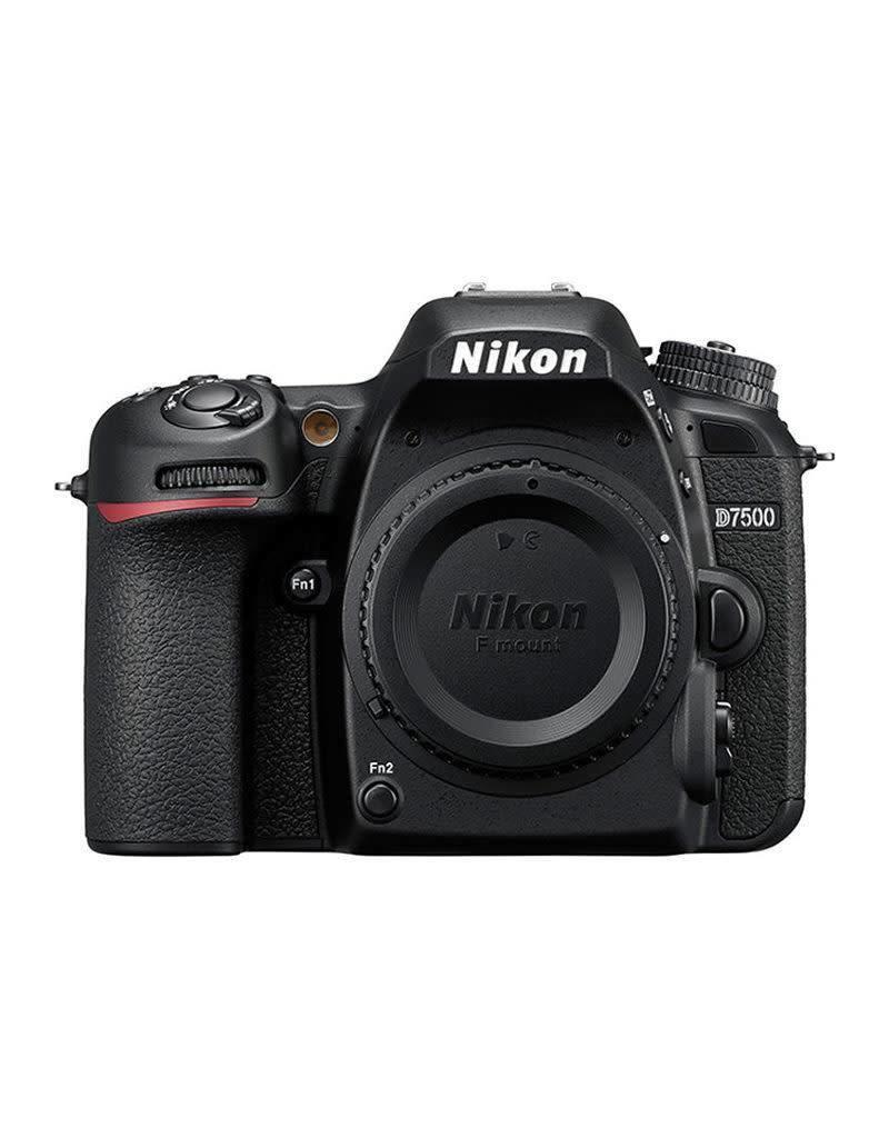 Nikon Nikon D7500 + AF-S DX 18-200 f/3.5-5.6G ED VR II