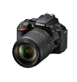 Nikon Nikon D5600 + AF-S DX 18-140 VR