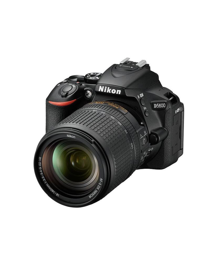Nikon Nikon D5600 + AF-S DX 18-140 f/3.5-5.6G ED VR