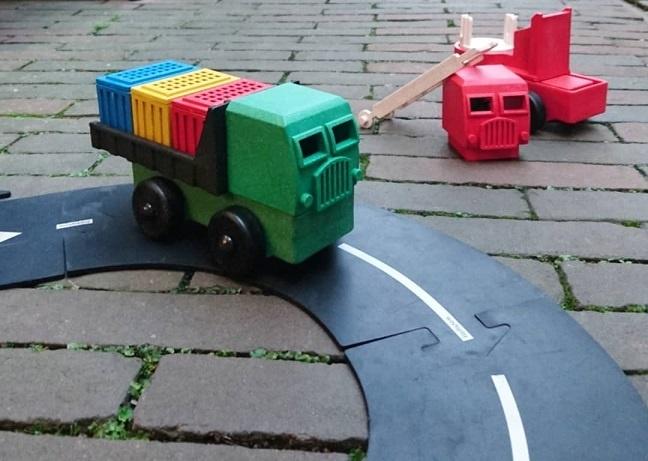 Luke's Toy Factory | Vrachtwagens bouwen uit blokken