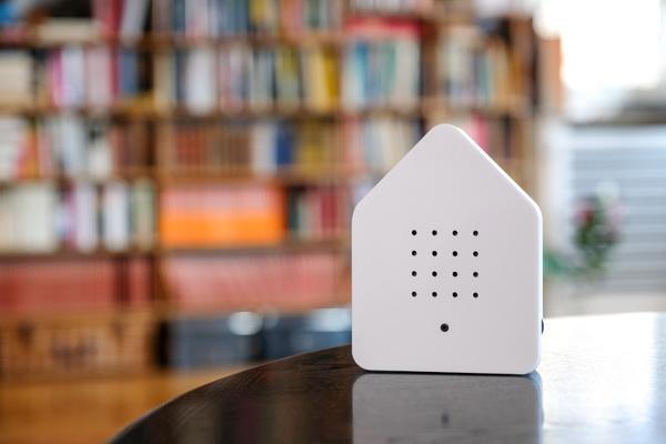 Zwitserbox wit huisje met vogelgeluid