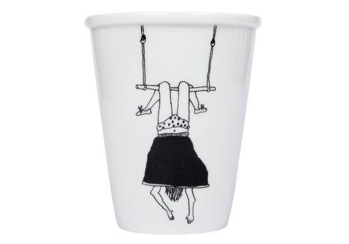 Helen b Helen b - beker - trapeze girl