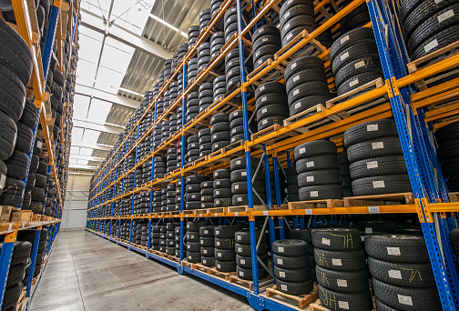 Rack à pneus pour l'industrie automobile - Rotomshop.fr