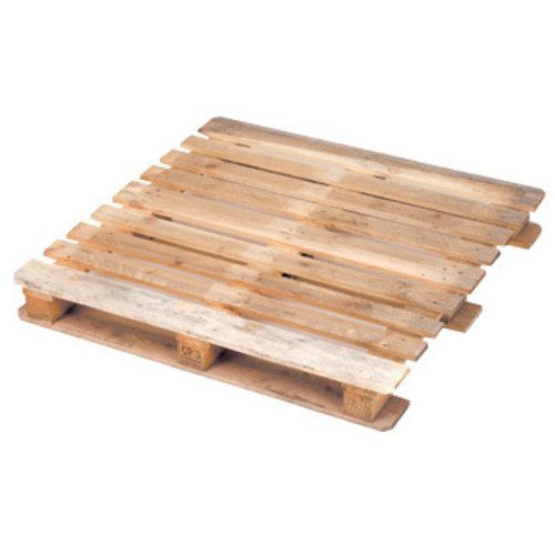 Eine Holzpalette mit neun Balken auf jeder Seite