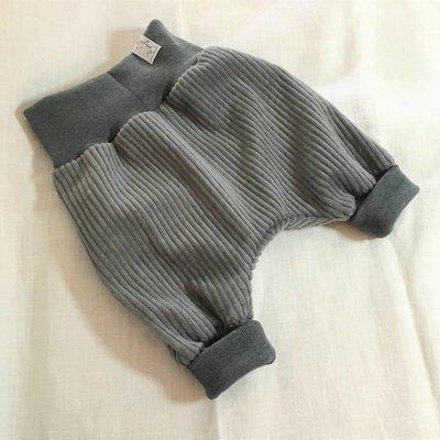 Sveja Babywearing Schlupfhose Cord grau