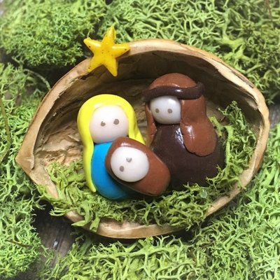 Sveja Babywearing Miniatur-Weihnachtskrippe  Walnuss