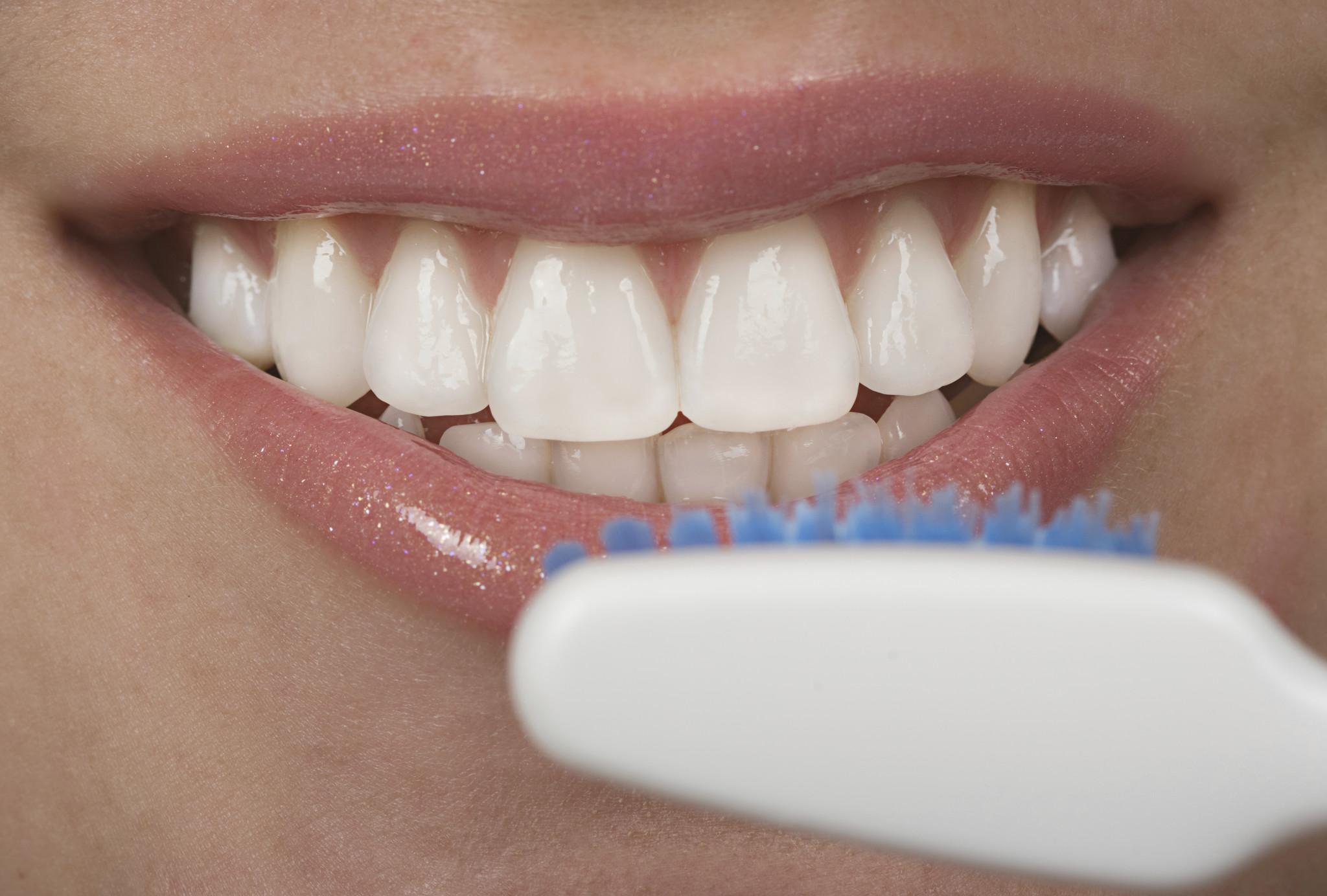 Vrouw met tandenborstel
