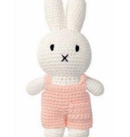 Nijntje en haar pastel roze overall