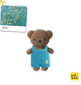 Boris en zijn amandelbloesem overall (Van Gogh)