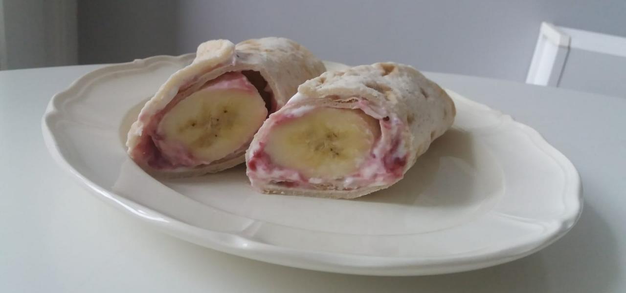 Glutenvrije ontbijtwrap met kwark, jam en banaan