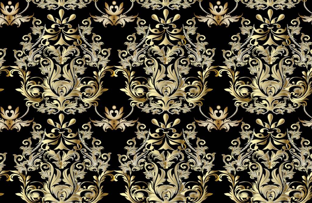 Behang Met Patroon : Behang met een weelderig en sierlijk gouden barok patroon op een