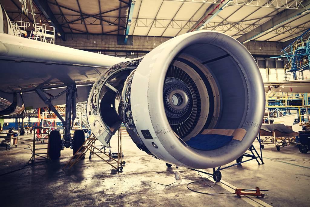 Behang Kinderkamer Vliegtuigen : Behang met een vliegtuig motor fotobehang