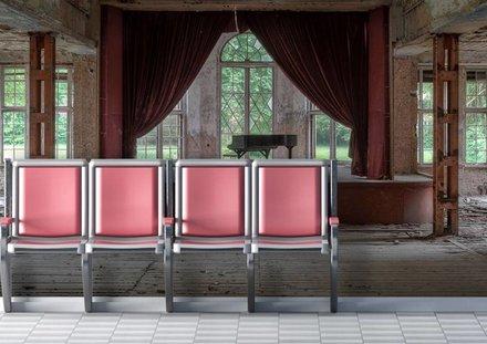 Piano in oud sanatorium