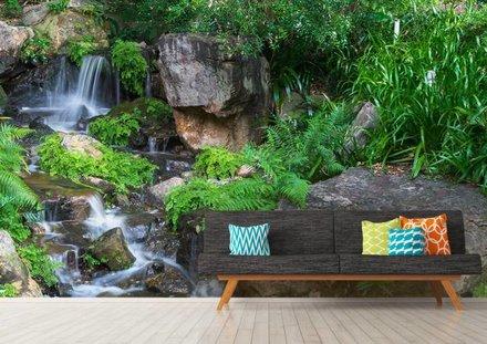 Waterval met tropische planten
