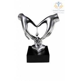 Beeld 2 handen op hart diamant 21 cm