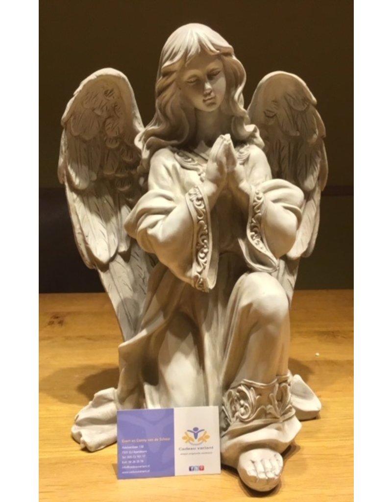 Engel groot beeld knielend