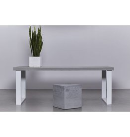 Betonnen tafel met wit stalen onderstel
