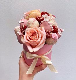 Custom Order : Mini bouquet + strawberries + postcard