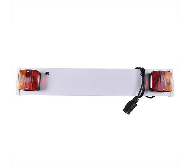 Verlichtingsbalk 80cm + 1M kabel  Omschrijving: - Met 7-polige stekker - 80cm - 12V  Zoekwoorden: Lichtbalk Verlichtingsbalk