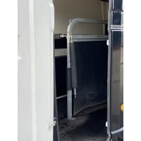 Paardentrailer huren? 2 paards trailer met zadelkamer