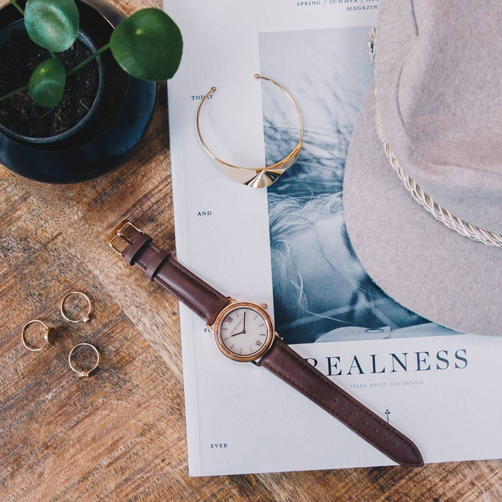 woodwatch femme montre en bois minimal collection 34 mm diamètre sky  sunset marble blush petite d'acacia bracelet cuir marron