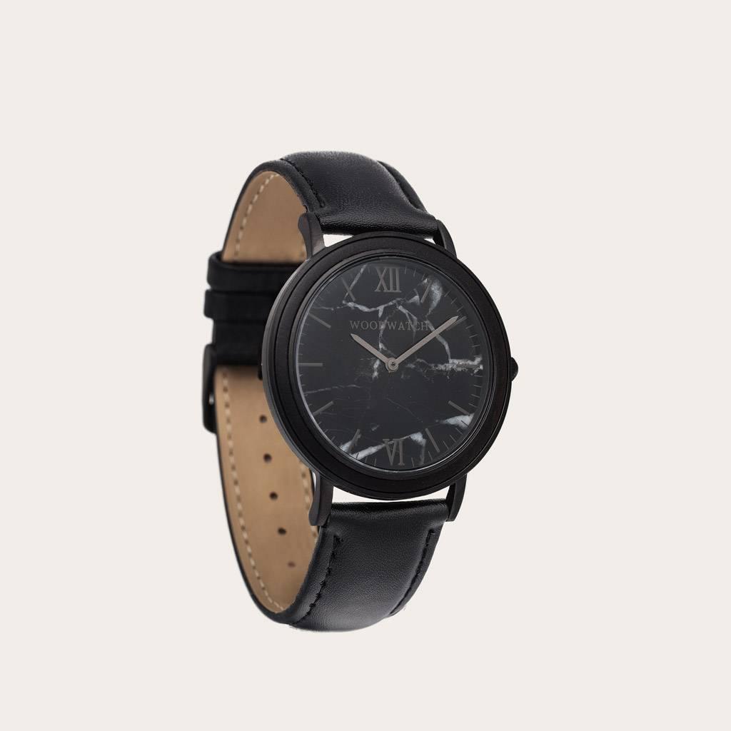 woodwatch mannen houten horloge minimal collectie 40 mm diameter black marble jet ebbehout zwart leer band