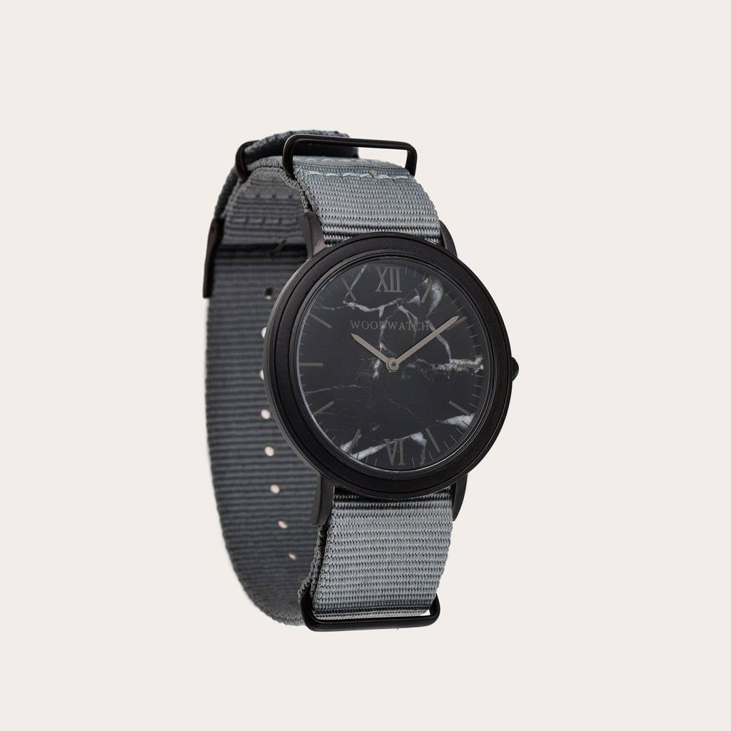 woodwatch mannen houten horloge minimal collectie 40 mm diameter black marble graphite ebbehout grijs nylon band