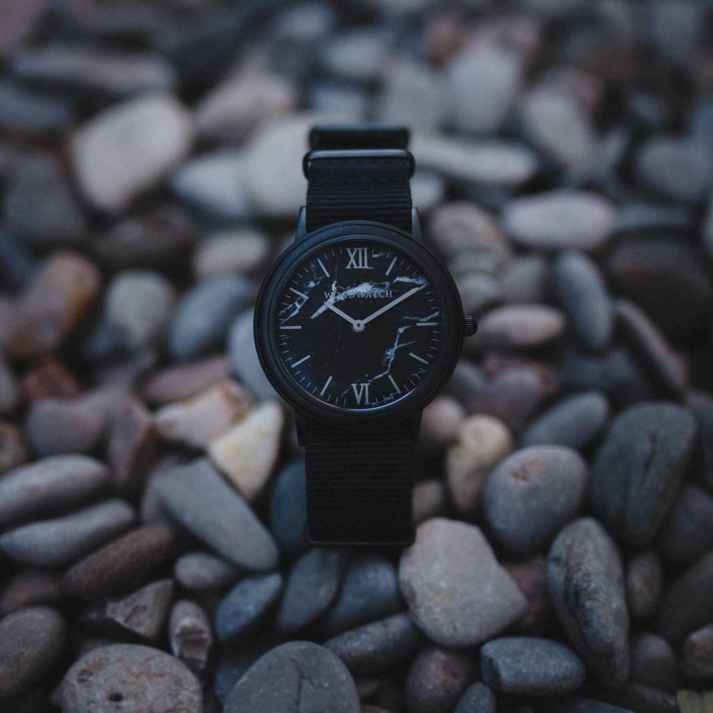 woodwatch uomo orologio di legno minimal collezione 40 mm diametro black marble onyx legno ebano cinturino nylon nero