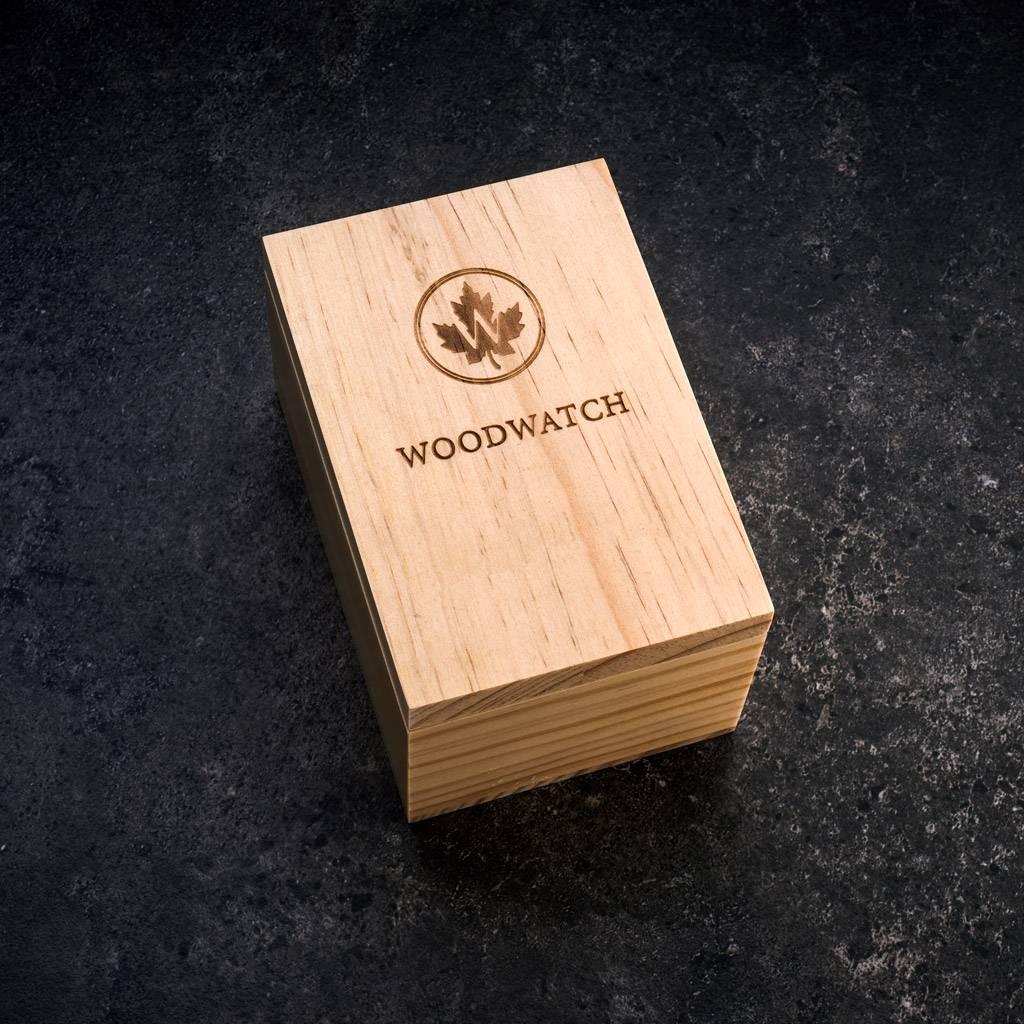 """Onze Limited 1s Edition AUTOMATIC Navigatorbeschikt over een automatisch zelfopwindend uurwerk met 21 robijnen en een 36 uur gangreserve. De """"open hart"""" (doorzichtige)wijzerplaat heeft een saffier gecoate glaslaag en een achterplaat die per horloge unie"""