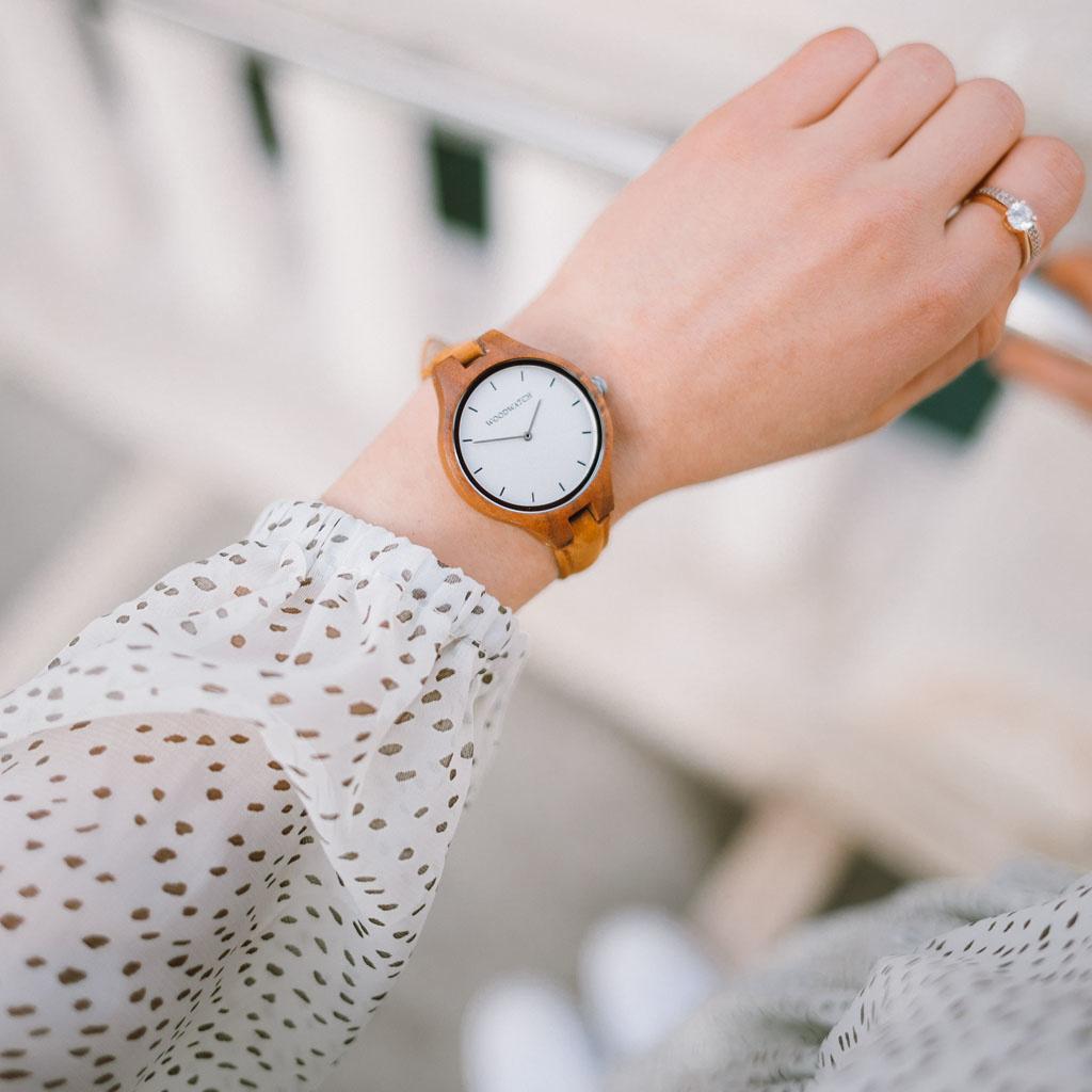 woodwatch vrouwen houten horloge aurora collectie 36 mm diameter silver moon amber acacia hout