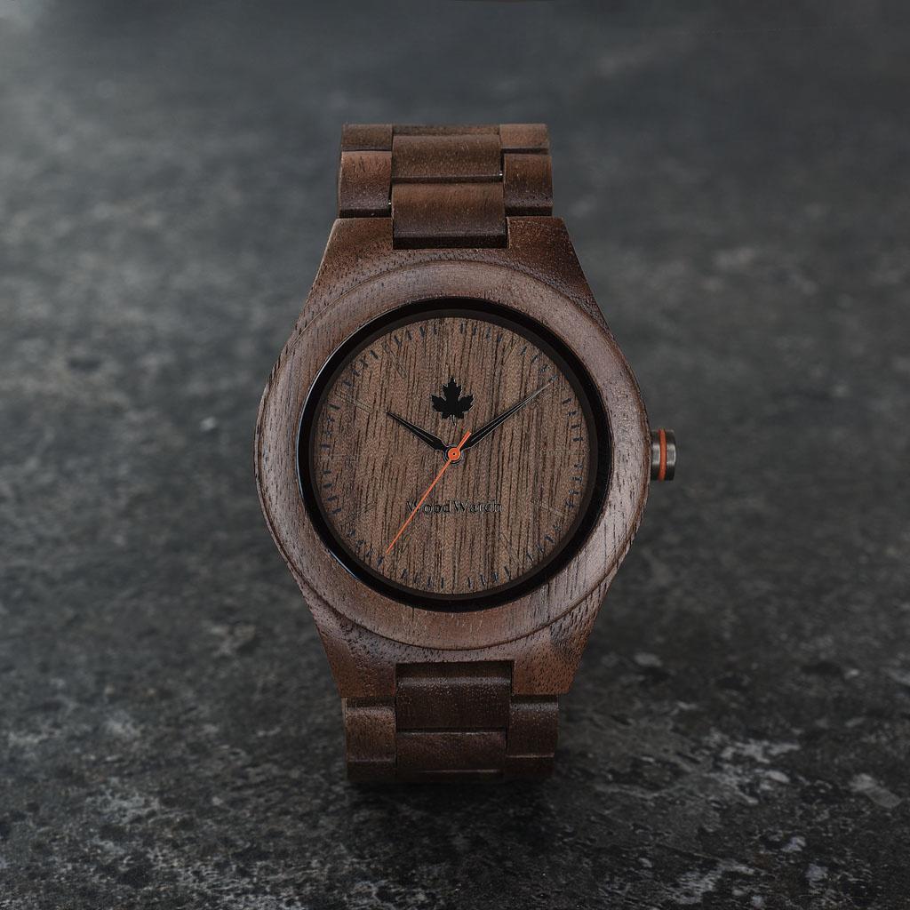 De CORE Collection dankt zijn naam aan de beste kwaliteit hout van de boom. Het sportieve ontwerp is perfect voor zowel houtliefhebbers als avonturiers. De verschillende houtsoortopties zijn beschikbaar in twee diameters, passend bij mannen en vrouwen. El