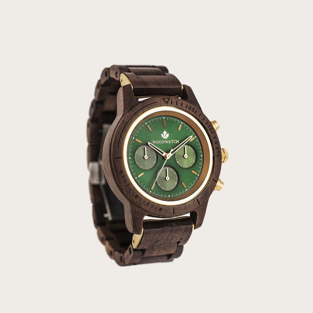 De CHRONUS Collectie beschikt over een klassiek SEIKO VD54 chronograaf uurwerk, krasbestendig saffierglas en roestvrijstalen versterkte bandschakels. Gemaakt van Amerikaans walnoothout en met de hand gemaakt tot in perfectie. Alle modellen zijn voorzien v