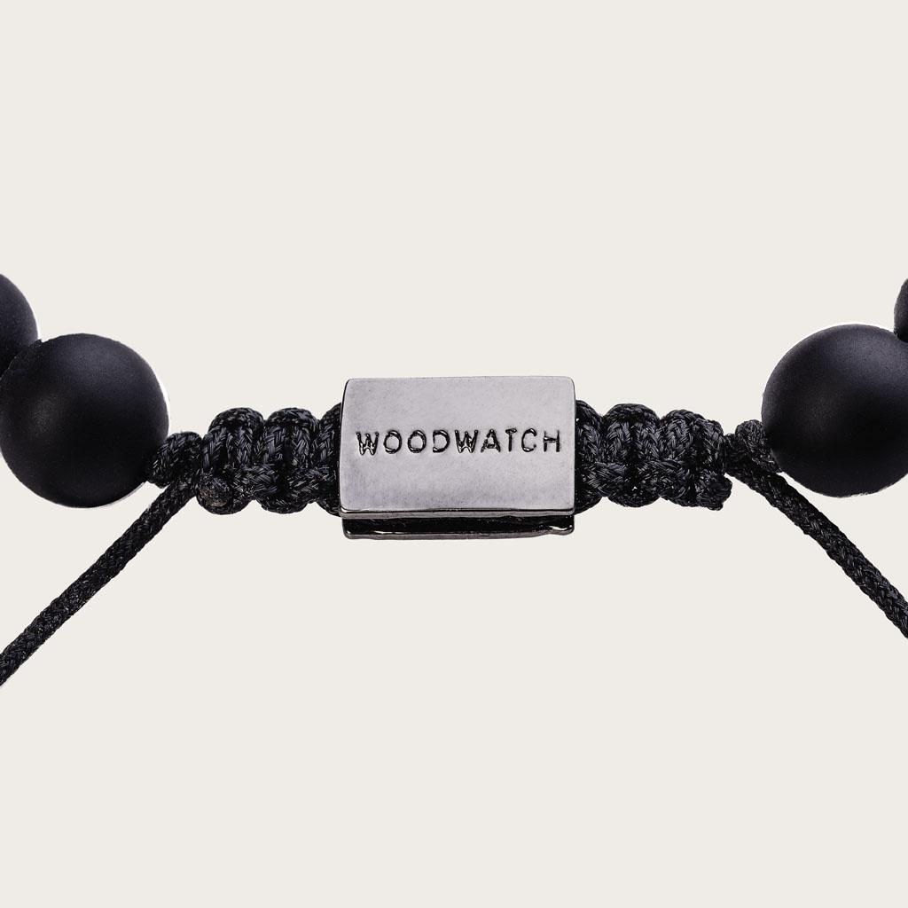 Onze handgemaakte Rosewood Agate Beads Bracelet bestaat uit een combinatie van 8mm palissander en agaat kralen. Deze armband is verstelbaar en is geschikt voor de meeste polsmaten. Het perfecte accessoire naast elke WoodWatch.