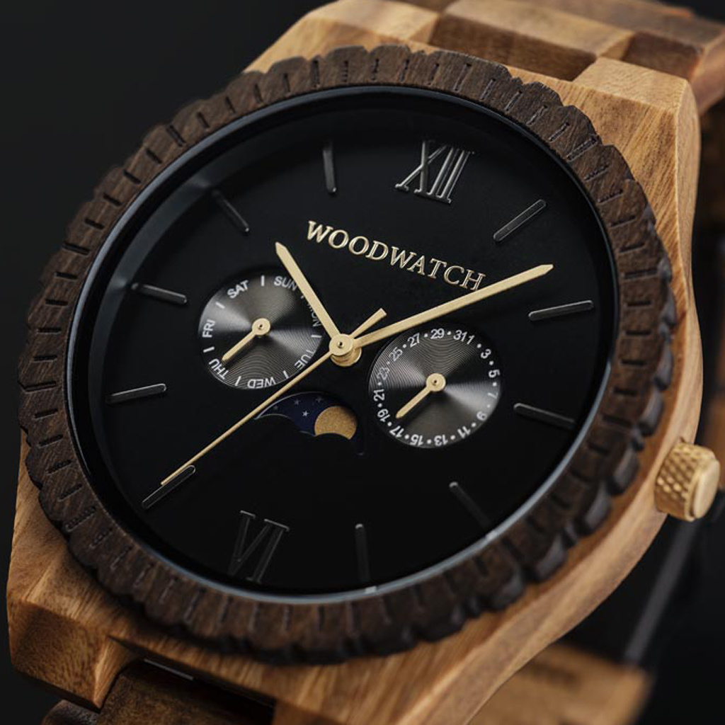 This premium designed watch with moonphase combines natural wood type with a luxurious stainless steel dial and backplate. At the heart of the timepiece is a multi-function movement with two subdials featuring a week and month display. The GRAND Dark Lion