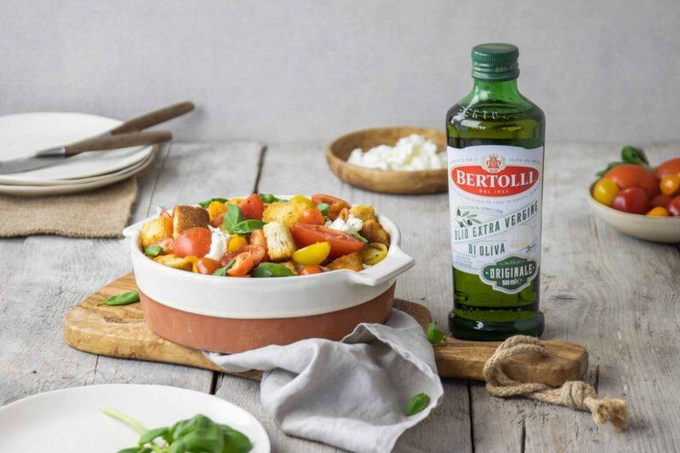 Panzanella salade meet zelfgemaakte vinaigrette en Fontella Chianti