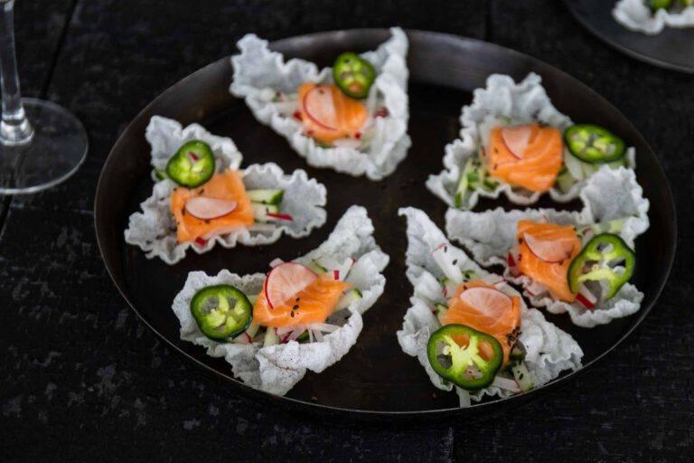 Rijstnacho's met zalm sashimi en met Italo Cescon Friuli Grave Pinot Grigio