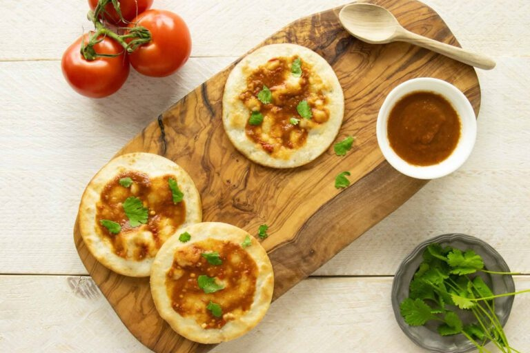 Knapperige tortilla met tomaten salsa en met Domaine de la Rouviere Provence Rosé