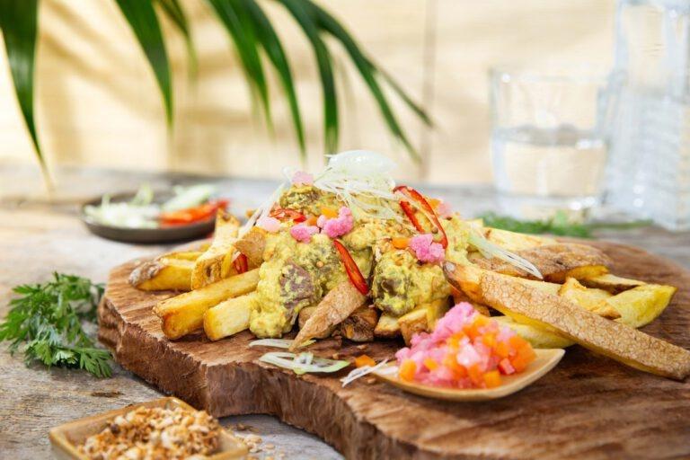 Frietje rendang met zoetzure groenten en Tramin Nussbaumer Gewürztraminer