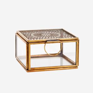 Madam Stoltz Glass Box w. Carvings Antique Brass 9,5x9,5x5,5