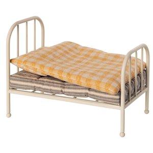 Maileg Vintage Bed Teddy Junior H: 15 cm