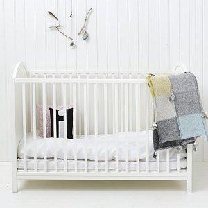 Kleines Babybett von Oliver Furniture - beschädigtes Ausstellungsstück