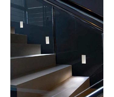 Trimless stair tread recessed wall fixtures